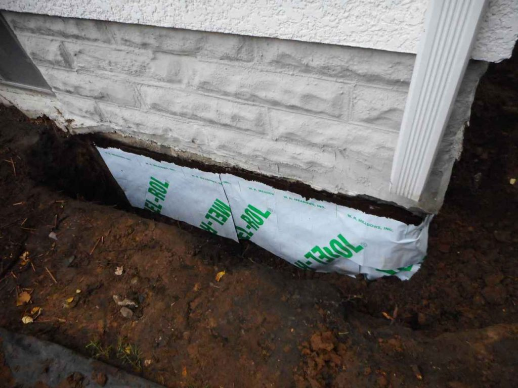 Corner wrapped in sheet membrane