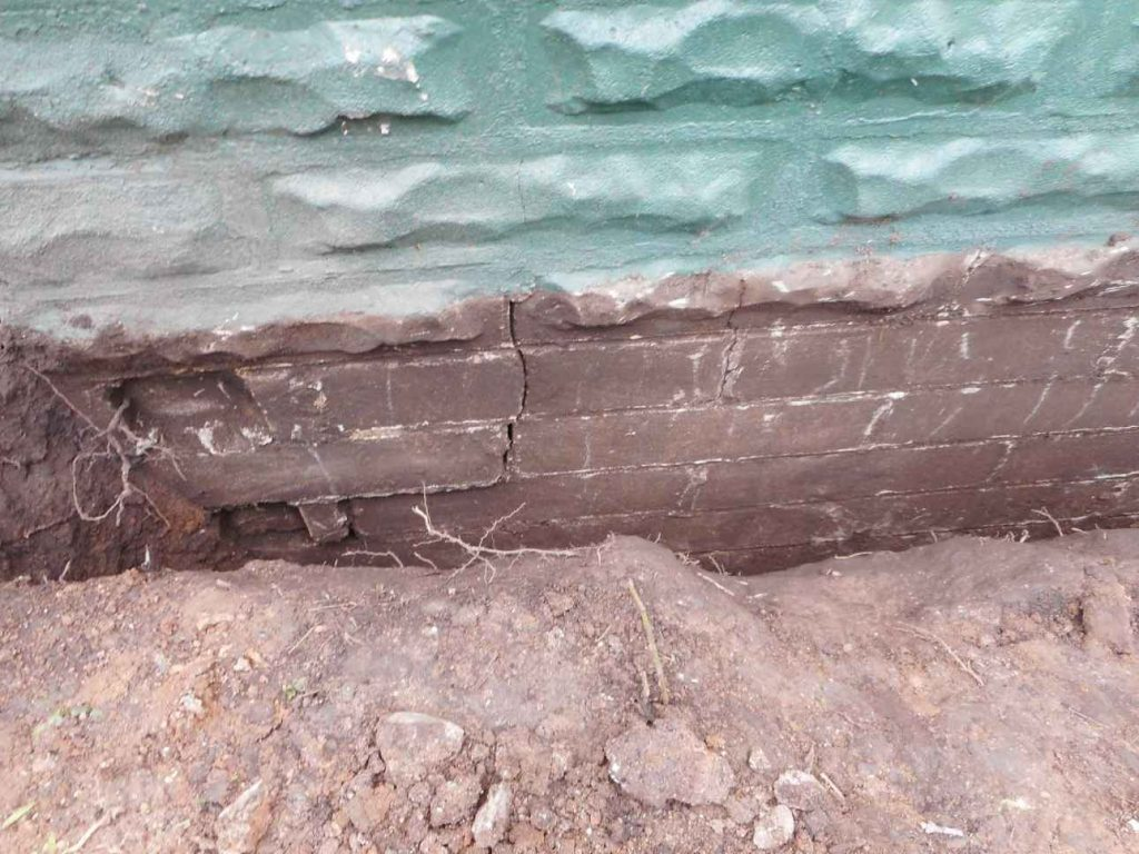 Large Foundation Cracks Found