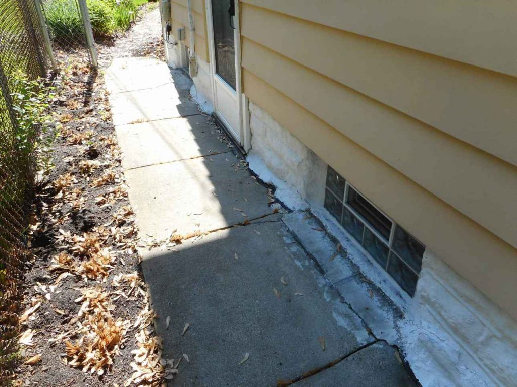 wet-basement-st-paul-minnesota-bad-sidewalk
