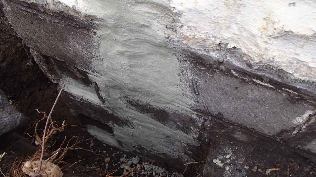 cracks-sealed-with-hydraulic-cement